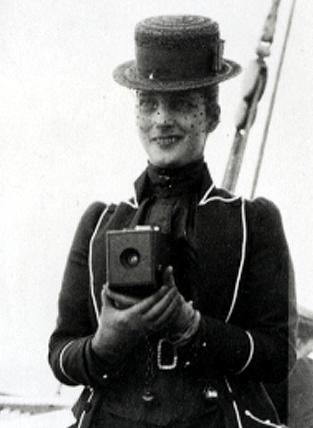 1888-Queen-Alexandra_