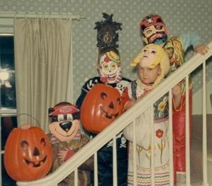 26387566--r63782--t1514986688--sa1eb--1970-vintage-halloween-color-snapshot-kids-in-costume-normal
